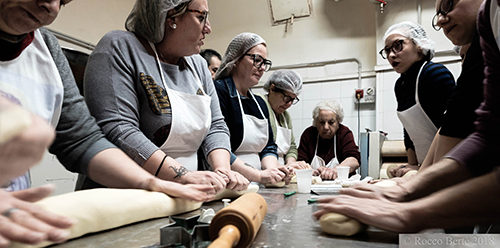 Leonforte - Preparazione delle Cuddure di San Giuseppe_Rocco Bertè