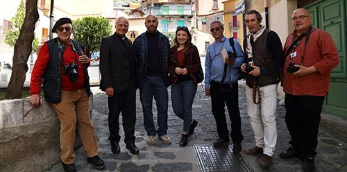 Alcara Li Fusi - Alcuni Invasori con Don Guido Passalacqua e le guide Nicola e Nicole