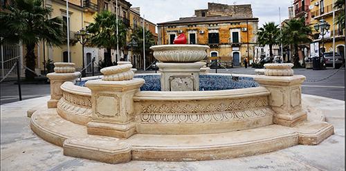 Palagonia - Piazza Giuseppe Garibaldi_Rogika Roberto Mendolia