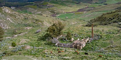 Villapriolo frazione di Villarosa (EN) - Ruderi degli edifici dell'ex miniera di zolfo Respica-Pagliarello_Fulvio Lo Giudice